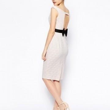 Десет страхотни рокли, които можете да купите с намаление