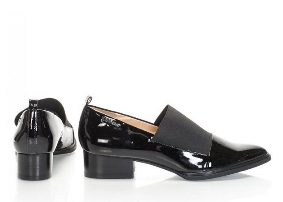 Пет чифта обувки, които си заслужава да купите от разпродажбата на Calvin Klein
