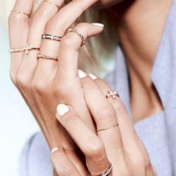 Вдъхновени от улицата: Как се носят много пръстени?