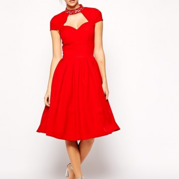 Десет малки червени рокли, които може да купите с намаление