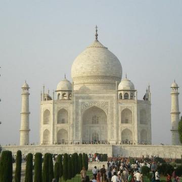Тадж Махал, правилен като индийските семейни ценности