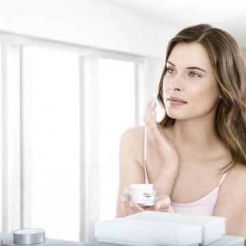 Тъмните петна по кожата: защо се появяват и как да се справим с тях