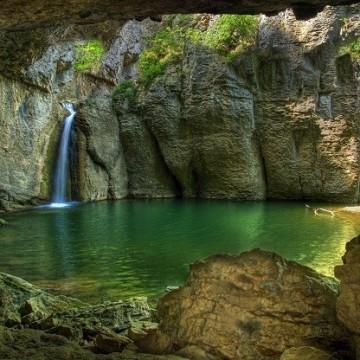 Еменският каньон – съвършена природа в чист вид