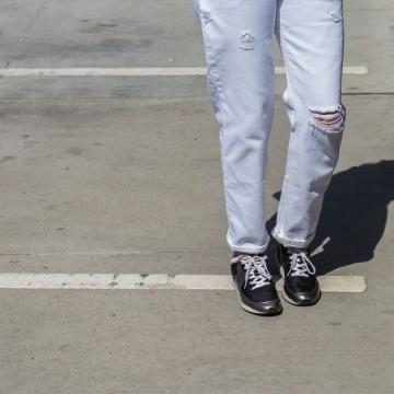 Джинси бойфренд и любими маратонки в черно и бяло