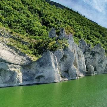 Чудните скали край Дългопол