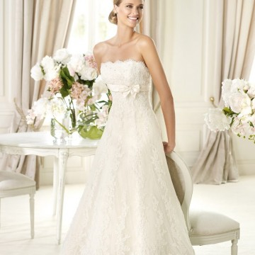 Десет невероятно красиви сватбени рокли, които можете да купите с намаление