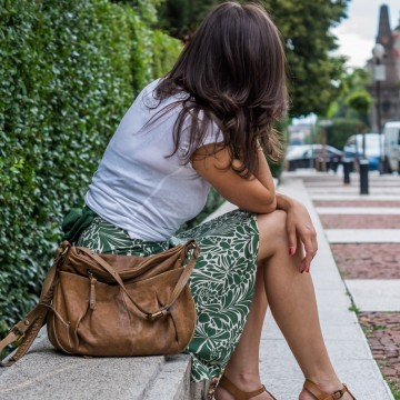На разходка с бяла тениска, любима рокля и удобни сандали