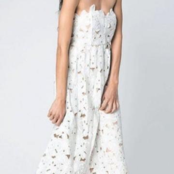 12 невероятни рокли в бяло, които можете да купите с намаление