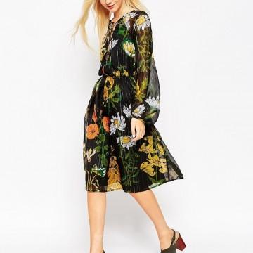 Ефирна рокля с дълъг ръкав