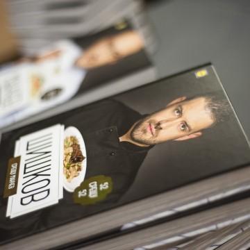 Подаряваме ви книгата за кулинарния двубой на шеф Манчев и шеф Шишков