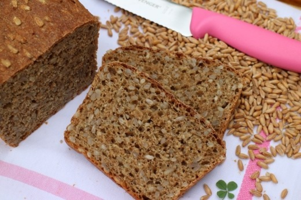 Спелта хляб със сминдух и слънчогледови семки