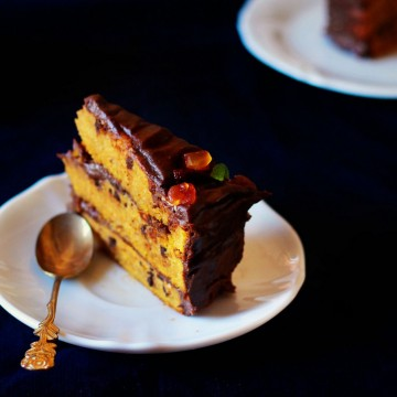 Зимна торта с тиква, орехи и шоколадов ганаш