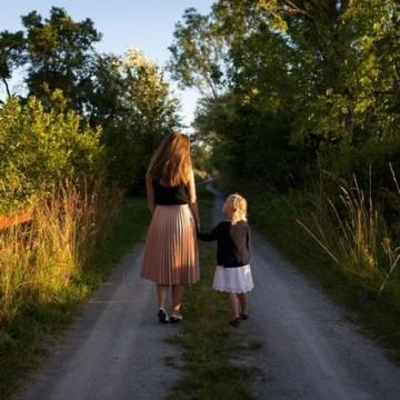 Академия за родители: Как да изградим сигурна емоционална връзка с детето си