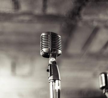 Чуй думите. Почувствай музиката.