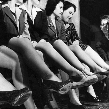 За коприната, парашутите или защо жените бръснат краката си