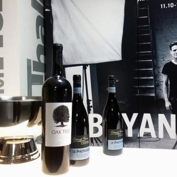 Вино, Браян, Фотография