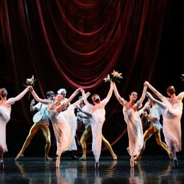 Из живота на една балерина