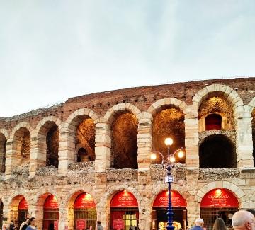 Верона: Арена, балкони и още нещо