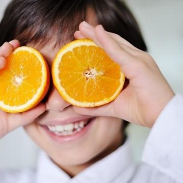 Децата, плодовете, зеленчуците и една игра