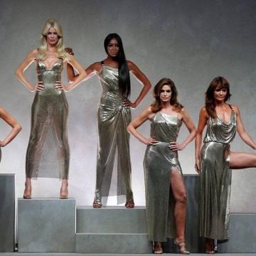 Какво точно се случи на ревюто на Versace?