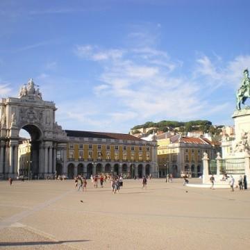За Лисабон, който е цветен и щастлив, замечтан и леко меланхоличен