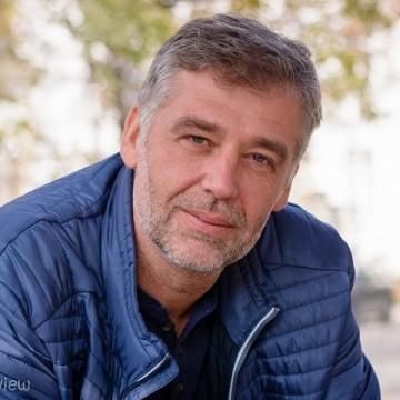 Виктор Божинов: Трябваше да създадем такава емоция у зрителите, че да ги направим читатели