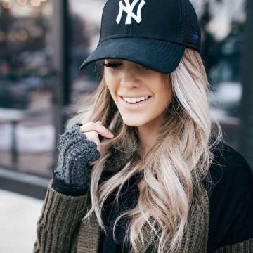 26 примера, демонстриращи мястото на бейзболната шапка в зимния ни гардероб