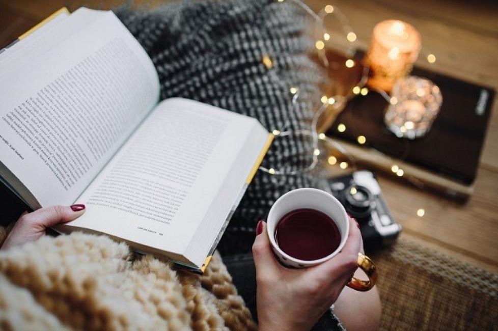 15+1 коледни книги, с които празничните дни ще са още по-вълшебни