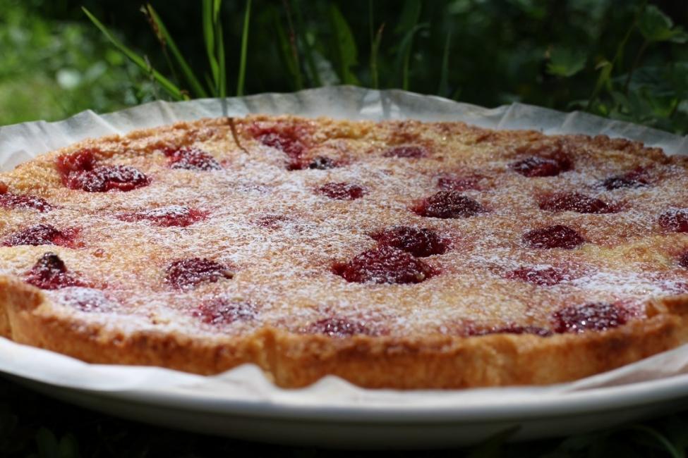 Запечен тарт с ягоди и лимонов крем