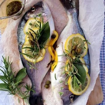 Като на морето: ципура, салата и ледена напитка