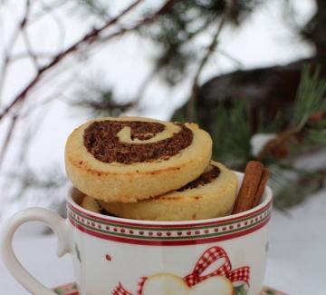 Ароматни коледни сладки със сливи, орехи и мед