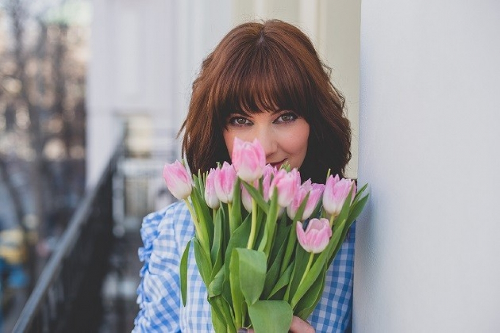 """С прекрасна пролетна блуза с волани и """"джинсите на мама"""""""
