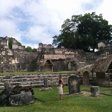 Едно момиче открива Гватемала