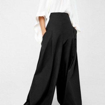 Находка на деня: Черен разкроен панталон с висока талия