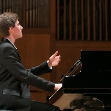 Трима талантливи пианисти на една сцена