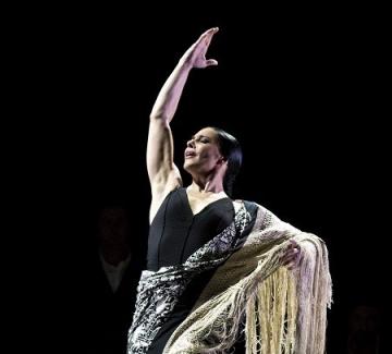Примабалерината на Националния балет на Испания пред Момичетата от града