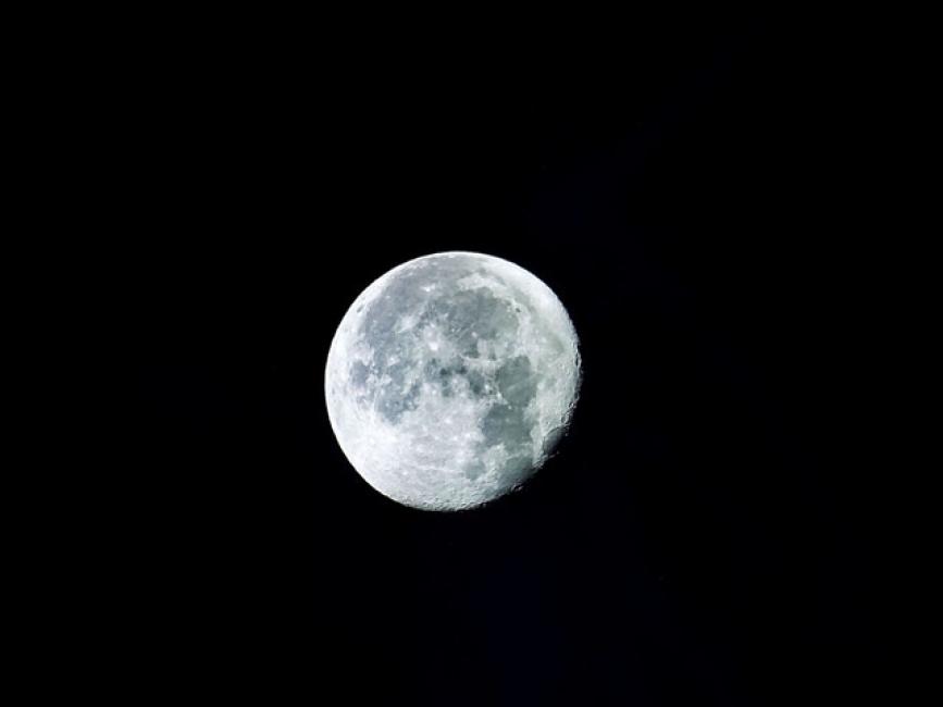 Когато Луната старее