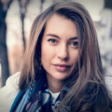 Никол Станкулова: Заобиколена съм от любов и се усещам щастлива