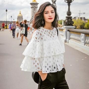 26 стайлинг идеи как да носите блуза с къдрици