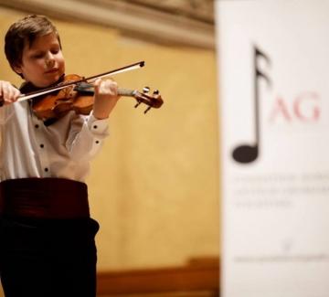 Белгийската принцеса Анн награди наш малък цигулар