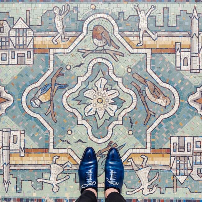 Когато сте в Лондон, гледайте в краката си