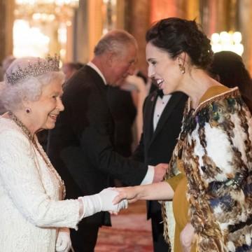 Как министър-председателката на Нова Зеландия се облече за среща с Кралица Елизабет