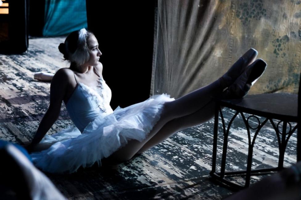 В Русия една балерина снима зад кулисите света на балета