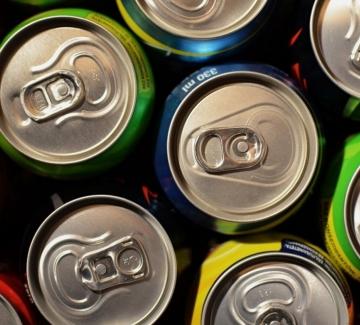 Как действат енергийните напитки и защо трябва да ги избягваме
