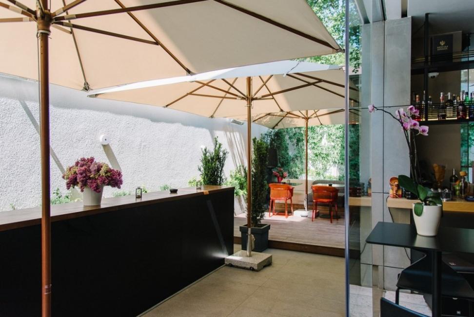Един бар и неговата тайна градина