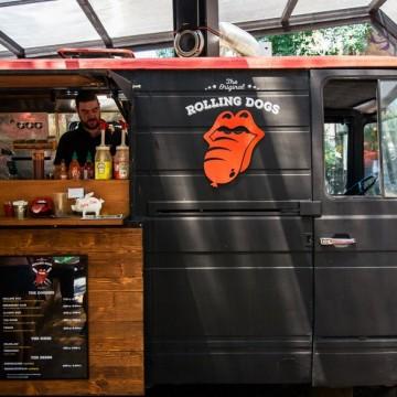Rolling Dogs – най-новото място за стрийтфуд на сянка и готина музика в София