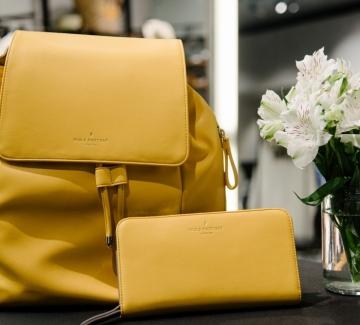 Находка на деня: Раница и портмоне в любимото жълто