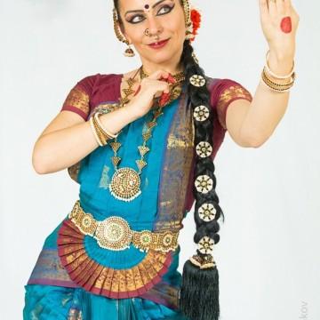 Катя, която владее магията на индийските танци