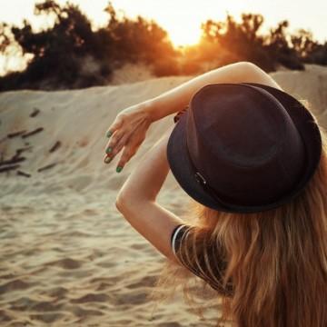 То се е целувало на плажа. То не помни – затова е смело...