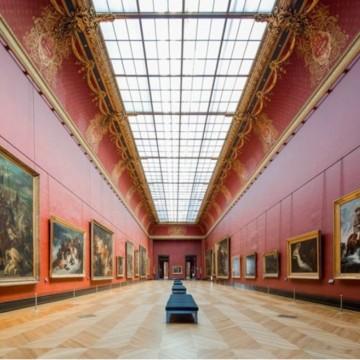 Красотата на празния Лувър